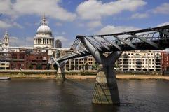 тысячелетие моста Стоковое Изображение