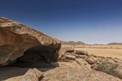 Тысячелетние гигантские камни в природном парке Iona anisette Cunene стоковые фотографии rf