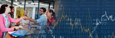 Тысячелетняя деловая встреча с голубым переходом диаграммы финансов Стоковые Фото