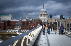тысячелетие london моста стоковое фото rf