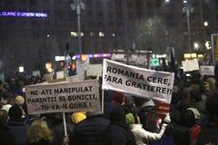 100 тысяч протест как Румыния ослабляет закон коррупции Стоковая Фотография