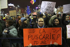 100 тысяч протест как Румыния ослабляет закон коррупции Стоковые Изображения RF