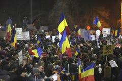 100 тысяч протест как Румыния ослабляет закон коррупции Стоковое Фото