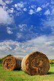 тюкует голубое небо сена ii вниз Стоковая Фотография