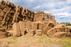 тюкует haystacks сельской местности Стоковое Изображение