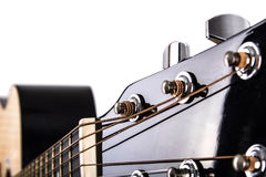 Тюнеры строки акустической гитары и крупный план шеи Стоковое фото RF
