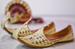 Тюрбан красиво украшенного groom стоковая фотография rf