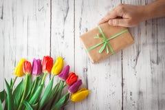 Тюльпаны другого цвета на деревянной предпосылке Стоковая Фотография