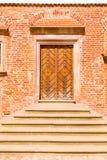 Тяжелая деревянная дверь зданий стоковое фото rf