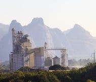 Тяжелая индустрия пользы производства известняка для фабрики и внутри Стоковая Фотография