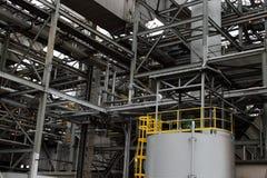 Тяжелая стальная конструкция на электростанции стоковое изображение