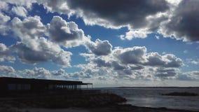 Тяжелые облака над морем Стоковое Изображение