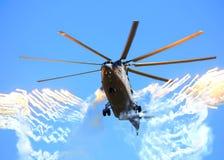 Тяжелый универсальный русский вертолет Mi-26 Стоковое Изображение RF
