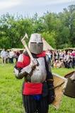 Тяжелый armored средневековый ратник Стоковые Фото