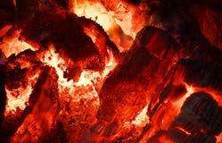 Тлеющие угли в печи стоковое фото