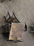 Тable i krzesła na drewnianej podłoga Fotografia Royalty Free