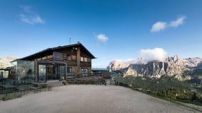 Убежище горы на итальянских Альпах Стоковые Изображения