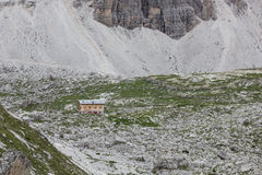 Убежище горы на Tre Cime di Lavaredo, Италии Стоковые Изображения