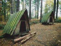 Убежище кабины отступления хат в древесинах стоковое изображение