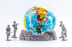 Убейте мини пластичной игрушки солдата стоковая фотография rf