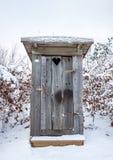 Уборная во дворе в снеге Стоковая Фотография RF