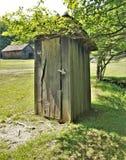 Уборная во дворе на парке штата гористых местностей Grayson стоковое изображение rf