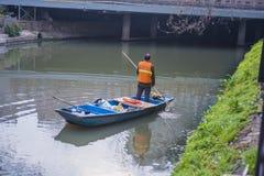 Уборщики на реке qinhuai в Нанкине стоковое изображение rf
