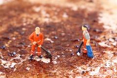 Уборщики очищая сковороду d Стоковое Фото