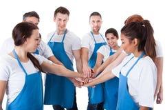 Уборщики штабелируя руки Стоковое Фото