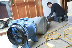 Уборщик вентиляции работая на пневматической системе Стоковое Фото