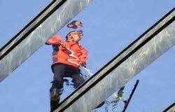 Уборщик работая в skylight Стоковые Фото