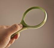 Увеличивать удерживания руки - стекло Стоковое фото RF