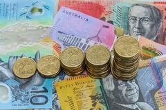 Увеличивая стога монеток австралийского доллара Стоковые Изображения RF