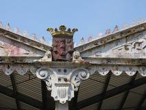 Увенчайте на крыше ангара на набережной в Антверпене стоковая фотография