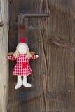 Увенчайте смертную казнь через повешение ангела на ручке двери для украшения рождества с Стоковые Фото
