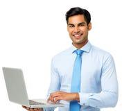 Уверенно бизнесмен используя компьтер-книжку стоковое фото rf