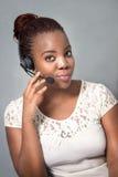 Уверенно говорить агента центра телефонного обслуживания Стоковое фото RF