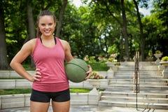 Уверенно девушка фитнеса Стоковая Фотография RF