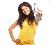 Уверенно женщина спортзала с усмехаться бутылки с водой Стоковое Фото
