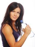 Уверенно женщина спортзала с усмехаться бутылки с водой Стоковая Фотография