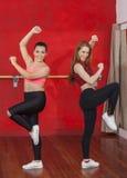 Уверенно женщины танцуя совместно в классе Zumba Стоковая Фотография RF