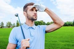уверенно игрок в гольф стоковая фотография