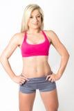 Уверенно молодая модель фитнеса в одеждах разминки Стоковое Изображение RF