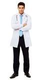 Уверенно мужской доктор Standing Оружия Crossed Стоковые Фото