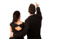 Уверенно пары дела стоя рядом друг с другом, указывающ Стоковое Изображение