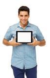 Уверенно человек показывая таблетку цифров стоковые фотографии rf