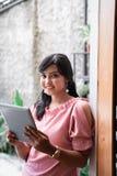 Уверенный молодой предприниматель в ее офисе стоковая фотография rf