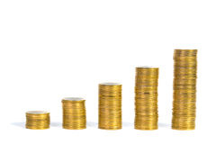 Увеличивая столбцы монеток, куч золотых монеток аранжированных как g Стоковое Фото