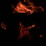 Увольняйте, для того чтобы сгореть в плитах, firewoods Стоковое фото RF