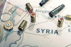 Увольнянные случаи и пули от винтовки Взгляд предпосылки на зоне раздела Халеба, Сирии стоковые фотографии rf